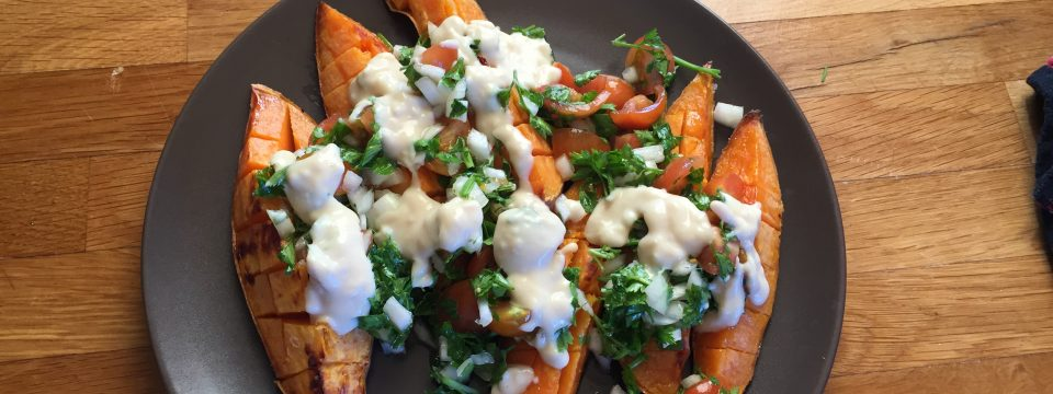 Cartof dulce cu sos de humus