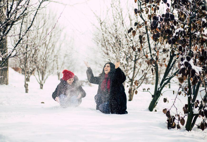 Copiii au nevoie să se joace în frig şi/sau zăpadă